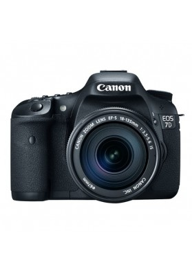 Canon Digital EOS 7D (18 Megapixels) c/ Obj. 18-135mm IS USM